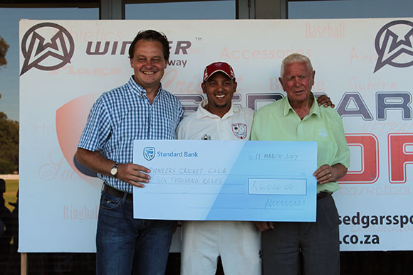 SWD Cricket - Carlos Koeberg receives the trophy