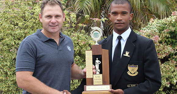 SWD Cricket - Matthew Thorne receives trophy from Jonathan Beukes